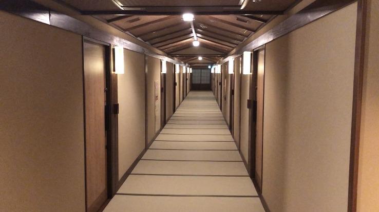 いにしえの宿廊下の画像